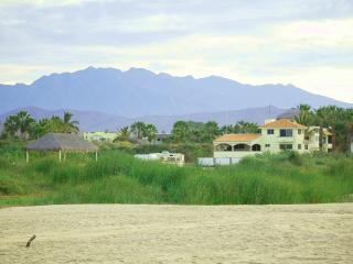 7BR Beachfront/ Surf Break/Pool & Jacuzzi!, Todos Santos