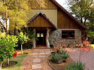 Indlovu River Lodge, Shingwedzi Chalet, Hoedspruit