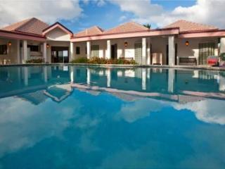 Coconut Grove Luxury Villa, has it all and more!