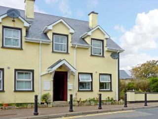 NO 17 MOUNTAIN DALE , pet friendly, with a garden in Bundoran, County Donegal, Ref 4679
