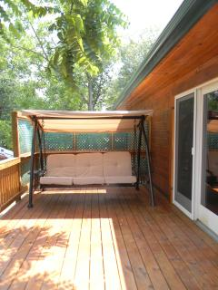 Swing-daybed on deck