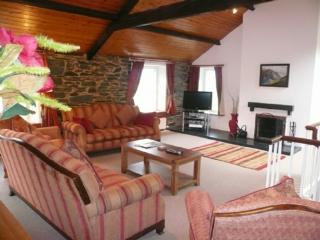 COOMBE COTTAGE, Borrowdale Valley