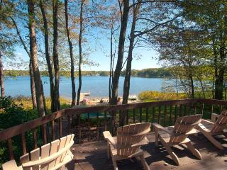 Beautiful Pocono Lakefront Home with Private Beach, Jim Thorpe