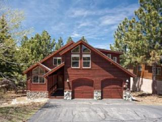 Wolfgang Family Retreat *Hot Tub, Pool Table, Kid Friendly*, Truckee