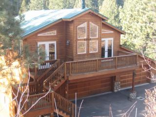 Classy affordable cabin, wifi Tahoe Donner Truckee