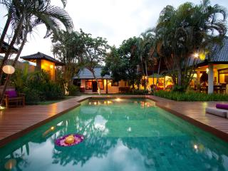 TRADITIONAL 4 BEDROOM VILLA JUMAH central Seminyak