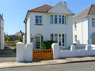 LLYS-Y-GAN, family friendly, with a garden in Fishguard, Ref 8554
