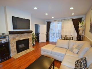 Living room, TV, bar, PlayStation 3, Netflix, balcony, printer, sofa, table for 6