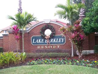 Lovely Lake Berkley Resort Villa with Free WiFi, Kissimmee