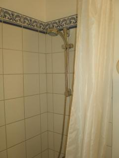Tiled shower/tub