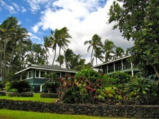 Romantic Luxurious Hana Oceanfront Cottages