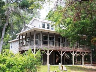 Hog Heaven - Wrap Around Porches and Private Dock On Deepwater, Edisto Island
