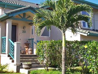 Villas on the Prince 23: upscale, a/c, walk to shopping and Anini Beach, Princeville