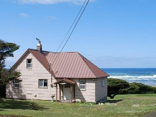 Seacrest--R411 Waldport Oregon Ocean front vacation rental.