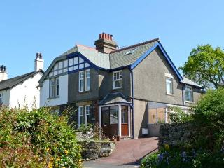 GORSE BANK, family friendly, country holiday cottage, with a garden in