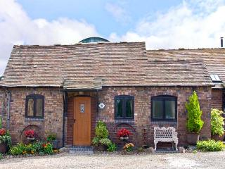 RICKYARD COTTAGE, romantic, character holiday cottage, with a garden in