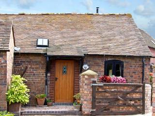 THE BYRE, romantic, character holiday cottage, with a garden in Leighton, Ref 84