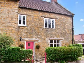 QUAKER COTTAGE, pet friendly, character holiday cottage, with open fire in Sherb