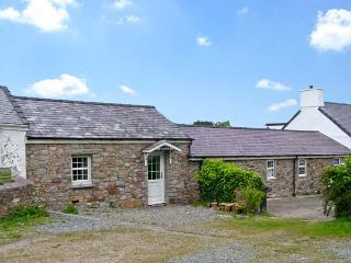 TYN Y MYNYDD  , family friendly, character holiday cottage, with a garden in Moe