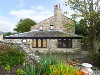 THE FRIENDLY ROOM, luxury holiday cottage, with a garden in Austwick  , Ref 6441