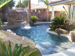777RENTALS - Grotto Mansion - Pool, Theater, Las Vegas