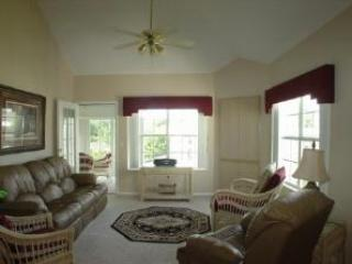 Branson Penthouse Condo 3 bedroom/3 bath w/ WiFi, Pool, Hot Tub, Keyless Entry & much more!