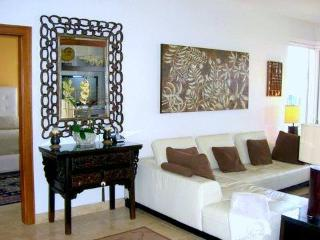 Luxurious 'Platinum' Bay Villa 2BR/3BA, Steps To The Beach