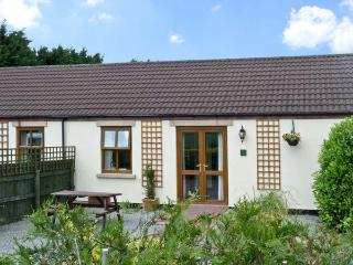 WILLOW COTTAGE, pet friendly, country holiday cottage, with a garden in