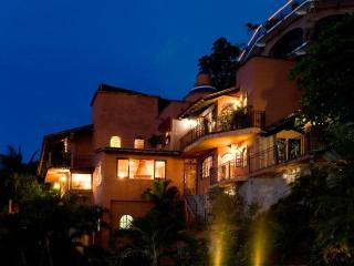 CASA PARAISO:ROMANTIC VILLA,VIEWS,POOL,NEAR BEACH, Puerto Vallarta