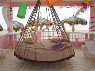 Villa Flamingo 8' Round Hanging Beach Bed