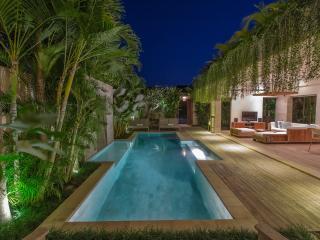 Pantai Indah Villas - 2 bedroom villa by the Beach