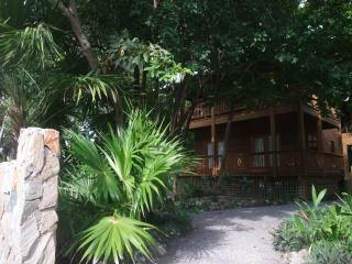 Cocolobo Resort 'Lodge B' Tropical Paradise!!!, West End