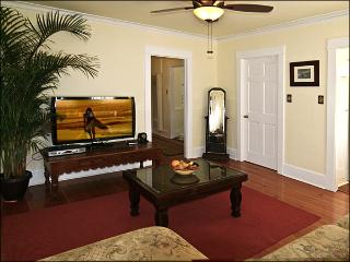 Family Room - 47 inch LED HDTV ~ High Speed Wi-Fi ~ HBO, Showtime, Cinemax