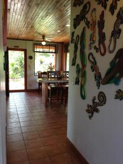 Gecko Wall Hallway