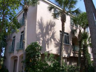 The Shells Villa - Next to Beach & Village, Siesta Key