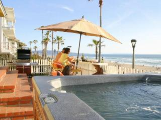 Oceanfront home with Jacuzzi, Bikes & BBQ!, Manhattan Beach