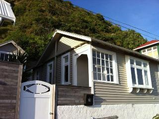 Island Bay Cottage, seafront accommodation., Wellington