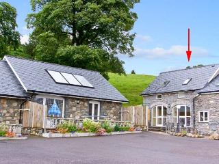 HIRNANT, pet friendly, character holiday cottage, with a garden in Bala, Ref 975