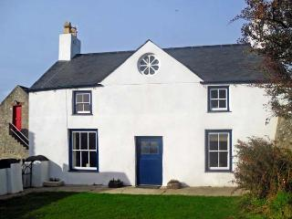 TY FFERM BODLASAN, family friendly, character holiday cottage, with a garden in Llanfachraeth, Ref 5625