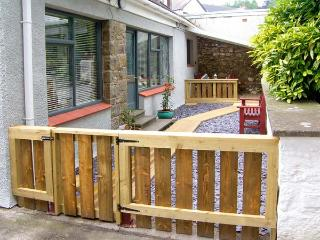 BREWERY COTTAGE, family friendly, with a garden in Saundersfoot, Ref 9675