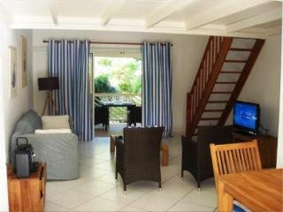 RESIDENCE DE LA PLAGE 34...  Cute beachfront studio apartment on fabulous Orient Bay !