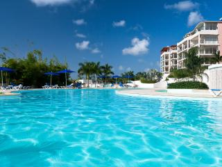 SERENITY...beautiful condo in Maho, walk to dining, shopping, and beaches!, St. Maarten-St. Martin