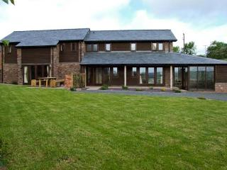 BUSHMILLS, family friendly, character holiday cottage, with a garden in Abbey Do