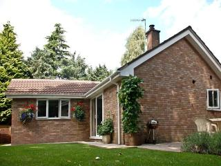 INGLENOOK, family friendly, country holiday cottage, with a garden in Ludlow, Re