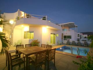 New Ocean Home with Private Pool, Perfect Location, La Paz