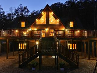 Absolute Perfect Escape #1 Log Home Sleeps 26 Gameroom Mountain Views Hot Tub