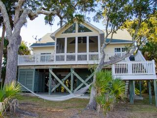 """Edisto Bliss"" - Ocean Views and a Private Dock, Isla de Edisto"