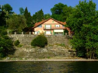 Elegant mansion on the lakeshore, Laveno-Mombello