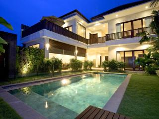Villa Echo Padi: 150 mtrs to beach + pool fencing