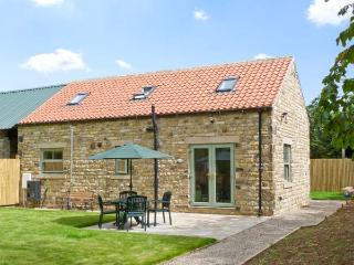 SUMMER FARM COTTAGE, country holiday cottage, with a garden in Crakehall, Ref